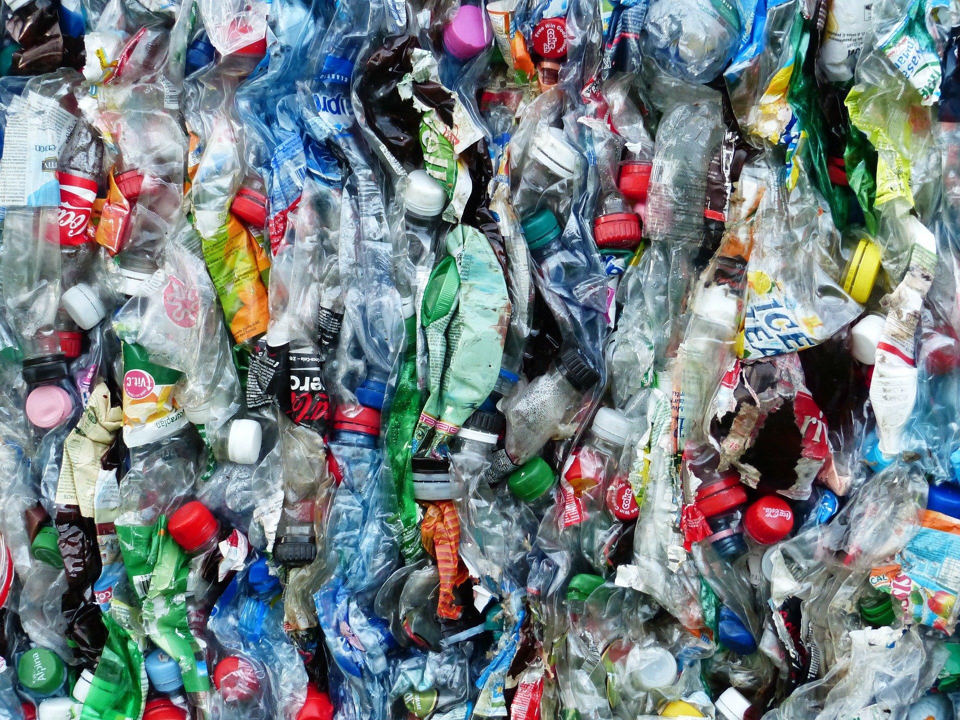 Os problemas causados pelo consumo de plástico