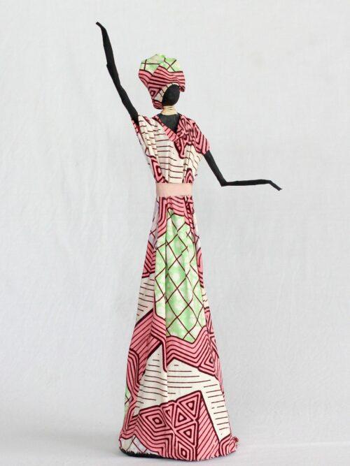 Escultura Mulher em Papietagem e cerâmica fria vestido rosa