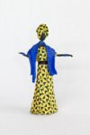 Escultura Mulher em Papietagem e cerâmica fria vestido amarelo e azul