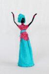 Escultura Mulher em Papietagem e cerâmica fria vestido rosa e azul