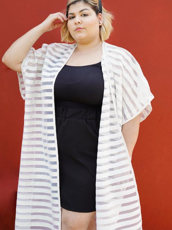 ALT-Essencia-Kimono-Tule-Listras-Couro-Branco-Plus-Size-2