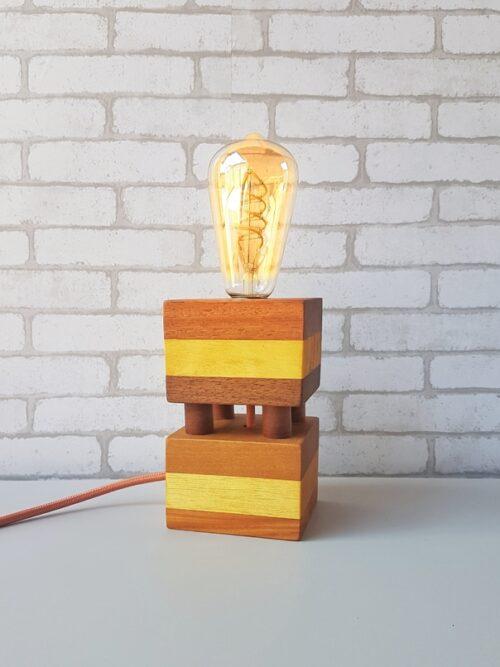 Luminária Industrial em Madeira Moderna com Lâmpada Amostra Quadrada Fio Laranja